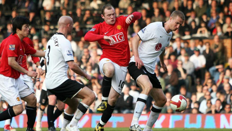GODSPILLERE: Wayne Rooney er en av Manchester United-fansens favoritter, mens Brede Hangland (t.h) er spilleren flest norske supportere sikler etter. Foto: AFP/Chris Ratcliffe