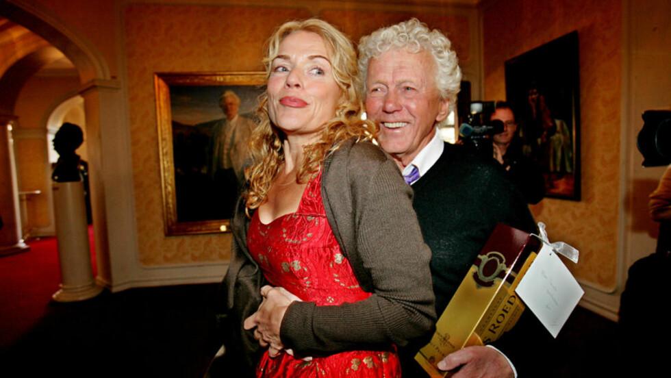 JUBILANT:  Beate Eriksen har vært med på store jubileer før - her på mannen Toralv Maurstads 80-års feiring på Nationaltheateret i 2006. Foto: STIAN LYSBERG SOLUM, SCANPIX.