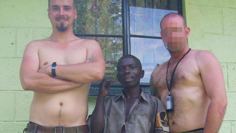 KOLLEGER:  Tjostolv Moland (til venstre), en lokal mann fra Uganda (i midten) og den tidligere sikkerhetskollegaen til de to drapssiktede nordmennene. Foto: PRIVAT.