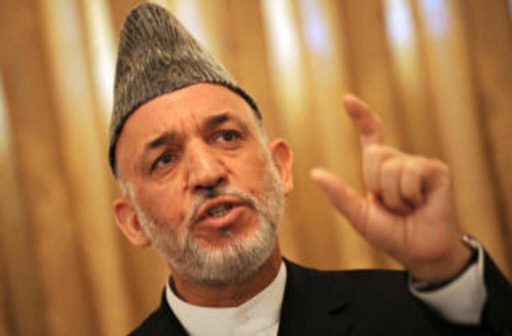 STILLER TIL GJENVALG: Sittende president Hamid Karzai har en sterk posisjon i byene, men møter sterk kritikk for ikke å ha klart å få bukt med den omfattende volden i landet i løpet av sine sju år i embetet. Foto: Scanpix