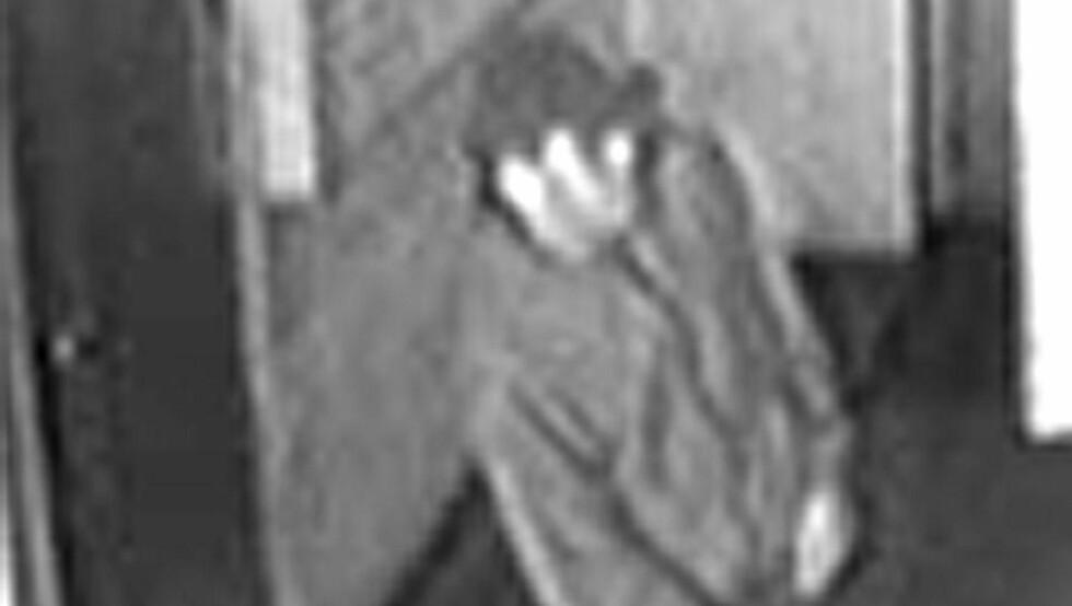 Dette bildet fra et overvåkingskamera viser mannen som er siktet for å ha antastet gutter mellom 6 og 12 år. Foto: Politiet / SCANPIX