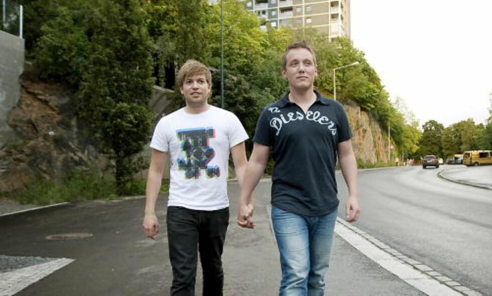 HETSET: Kjæresteparet Anders Rasmushaugen (24) og Michael Eimstad (33) fikk ikke vise sin kjærlighet ustraffet på Grønland i Oslo. Foto: HENNING LILLEGÅRD