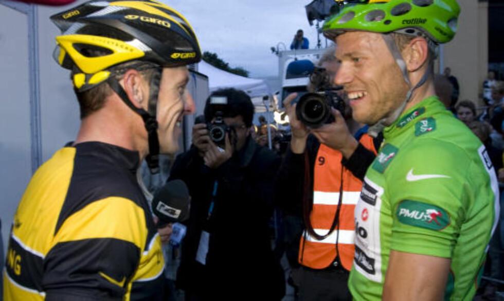 TOPPMØTE: Lance Armstrong og Thor Hushovd kjempet om seieren i Oslo Grand Prix i går kveld. Amerikaneren måtte gi seg og ble tatt igjen av flere - mens Grimstad-oksen vant rittet. Foto: Bjørn Sigurdsøn / SCANPIX