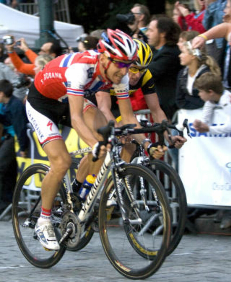 KOMMENDE LAGKAMERATER? Lance Armstrong sa i går at Kurt Asle Arvesen er en rytter han følger med på, når han nå skal sette sammen et nytt lag. Foto: Bjørn Sigurdsøn / SCANPIX