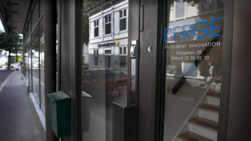 GRANSKES: Berge Partners Limited, som holder til på denne adressen i Tønsberg, granskes av Kredittilsynet etter at småsparere og underleverandører mener de har underspilt risikoen ved spareprodukter fra det irske forsikringsselskapet Hansard. Foto: John Terje Pedersen