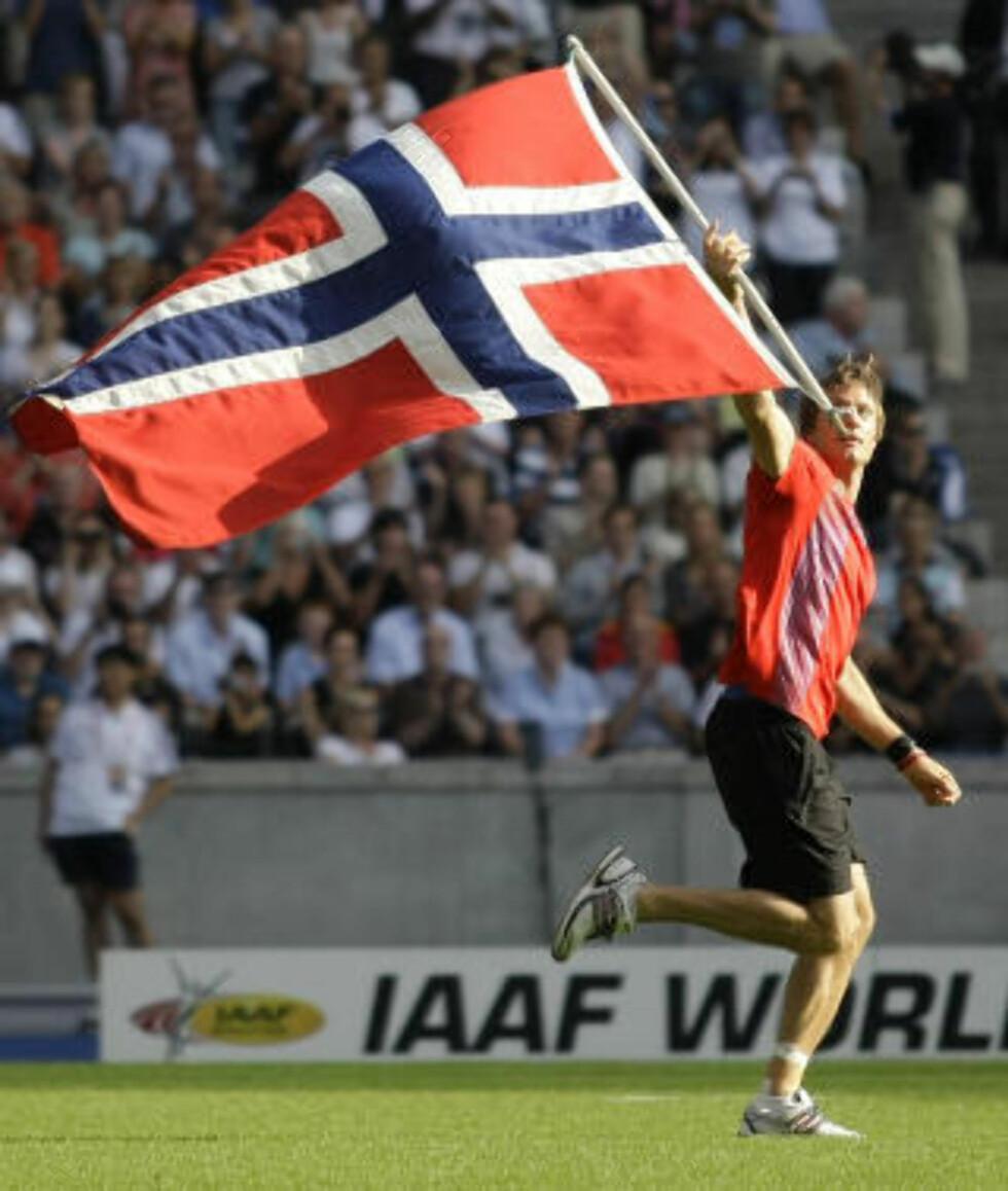 FEIRET PÅ STADION: Andreas Thorkildsen vant endelig VM. Foto: AP