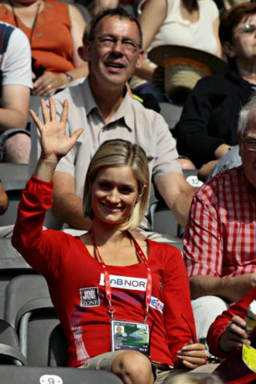 KJÆRESTESTØTTE: Christina Vukicevic fulgte med fra tribuneplass. Foto: ARNT E. FOLVIK