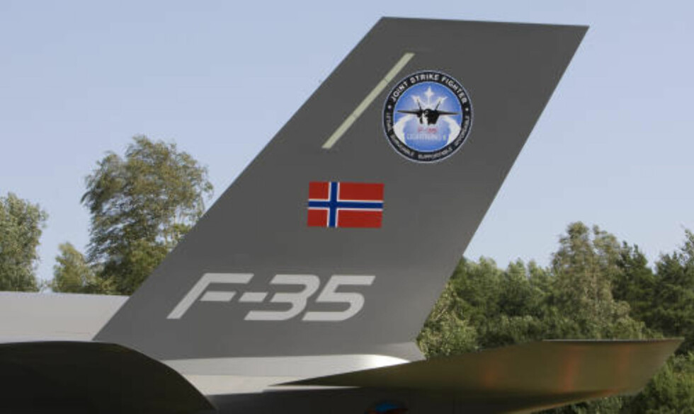MODELL: Norges nye jagerfly F-35 ble i dag vist frem på Rygge lufthavn i form av en modell i full størrelse.