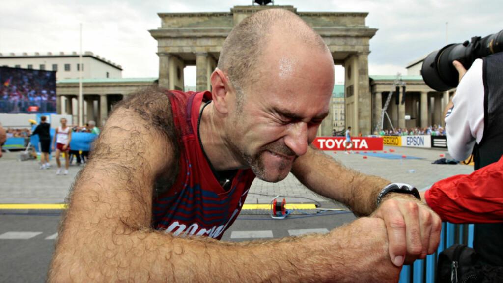 UTMATTET: Trond Nymark var helt utkjørt etter å ha gått inn til VM-sølv på 50 kilometer kappgang i Berlin i dag.Foto: Arnt E. Folvik, Dagbladet