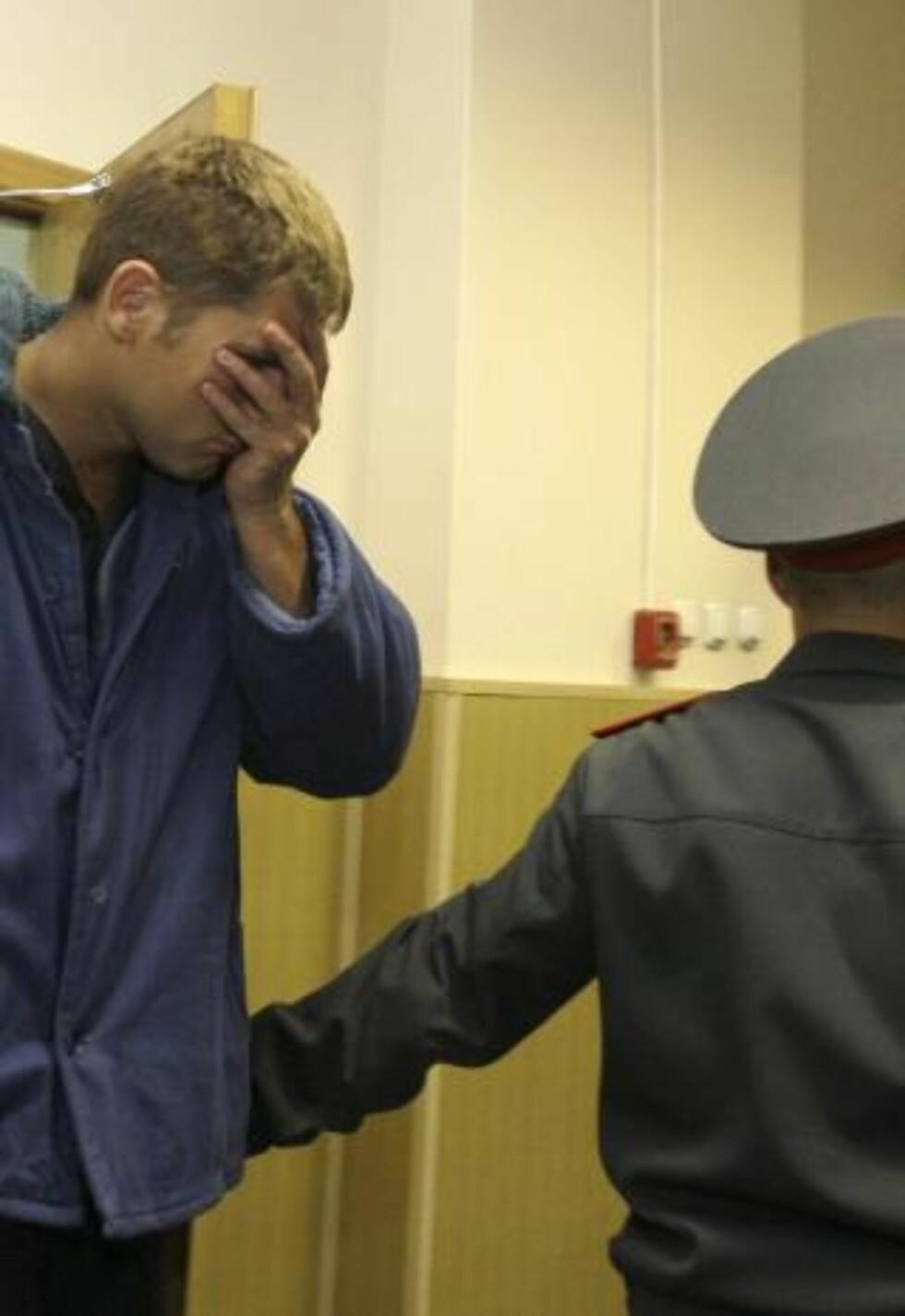 AVHØRES I DAG: De mistenkte kaprerne har blitt fraktet fra Kapp Verde til Moskva, der de skal avhøres av russisk politi de neste dagene. Foto:  REUTERS/SCANPIX