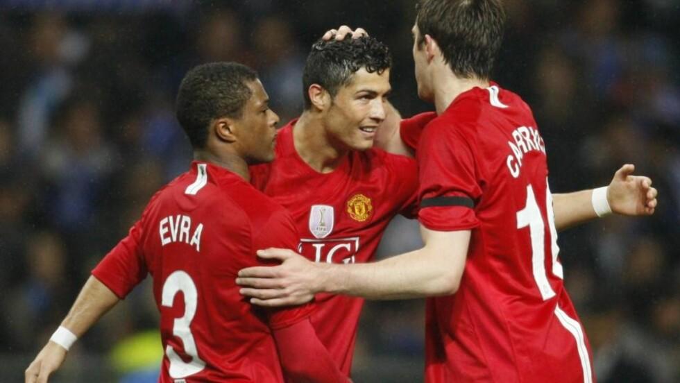 MINDRE AVHENGIGE: Patrice Evra, her i scoringsjubel med Cristiano Ronaldo og Michael Carrick, tror United blir et bedre angrepslag uten Ronaldo. Foto: Jose Manuel Ribeiro / REUTERS.