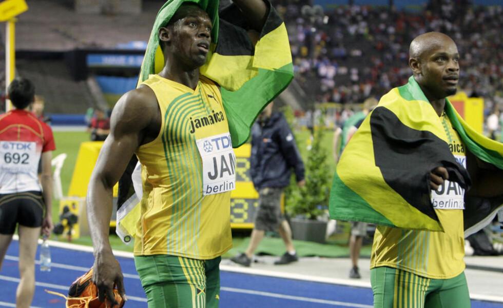 TRIPPEL GULLGUTT: Usain Bolt (t.v.) kunne feire sitt tredje VM-gull på sprintstafetten sammen med Asafa Powell og lagkameratene.Foto: SCANPIX/AP Photo/Anja Niedringhaus