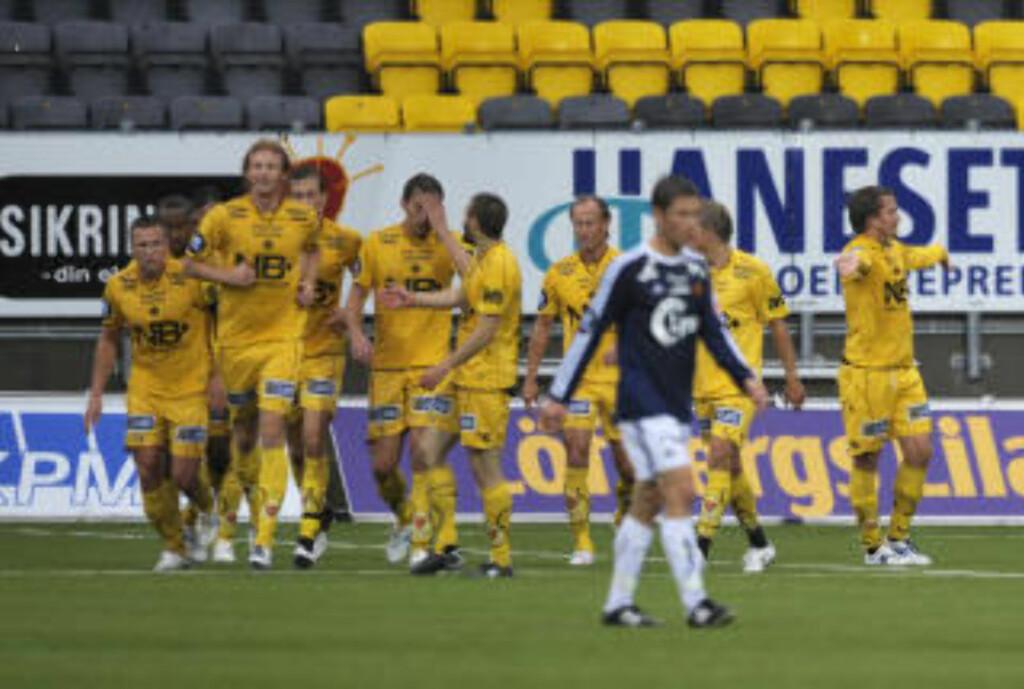 PUTTET GLIMTS ANDRE: Per Verner Rønning headet inn sitt tredje mål for sesongen mot Viking. Målet var Glimts andre på dødball i kampen. Foto: Anders  Vanderloock / SCANPIX
