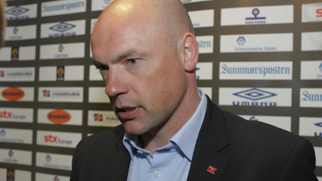 INGEN MEDALJE: Uwe Rösler innrømmer at tapet mot Glimt betyr at Viking ikke har sjanse på medalje i Tippeligaen. Foto: Svein Ove Ekornesvåg / SCANPIX .