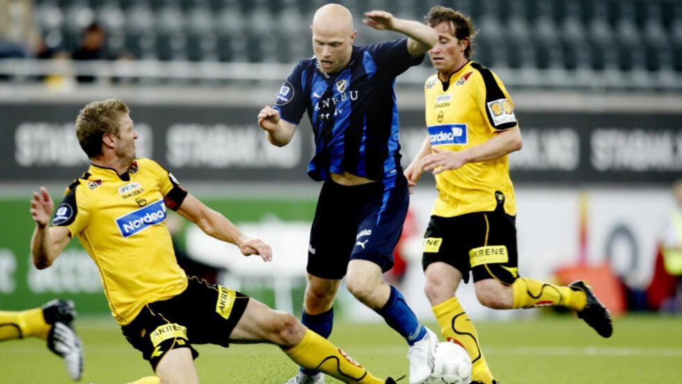 HØYTLØNNET: John Anders Bjørkøy (t.h) blir ikke Odd-spiller med det første. Foto: Kyrre Lien / SCANPIX .