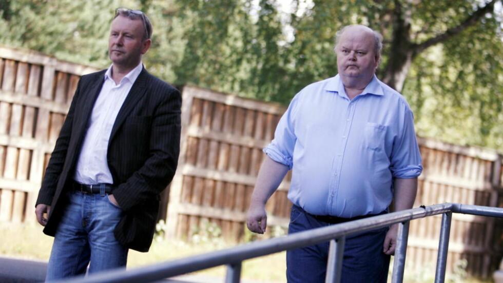 FEILAKTIG DØMT: Riksadvokaten innstilte på fredag i forrige uke at Åge Vidar Fjell (59) frifinnes for drapet han ble dømt for i 1990. Nå venter krav om millionerstatning. 19 år etter at drapsdommen falt, innrømmer riksadvokaten at Åge Vidar Fjell er psykisk utviklingshemmet. Fjell var det også i 1990, og skulle aldri blitt tiltalt og dømt for drap på naboen i Kilebygda i Skien. Til venstre, advokat Ole-Martin Meland.   Foto:  Trond Reidar Teigen  / SCANPIX