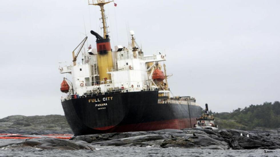 HAVARERTE: Det havarerte bulkskipet Full City med revne i skroget utenfor Langesund. Foto: Cornelius Poppe / SCANPIX
