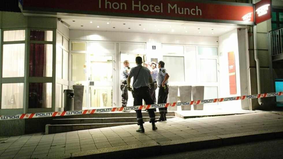 TRUSLER OG RAN:  To ranere truet ansatt og besøkende på Thon hotell i Munchs gate i Oslo.  De fikk med seg kassabeholdningen og en telefon. Foto: Svein Gustav Wilhelmsen