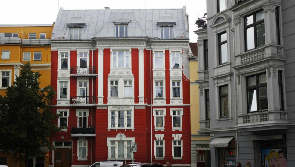 INVESTERER IGJEN I denne bygården på Frogner har John Arne Riise kjøpt leilighet. Om det var den røde og hvite Liverpool-fargen som gjorde utslaget, vites ikke. Foto: Hans Arne Vedlog / Dagbladet
