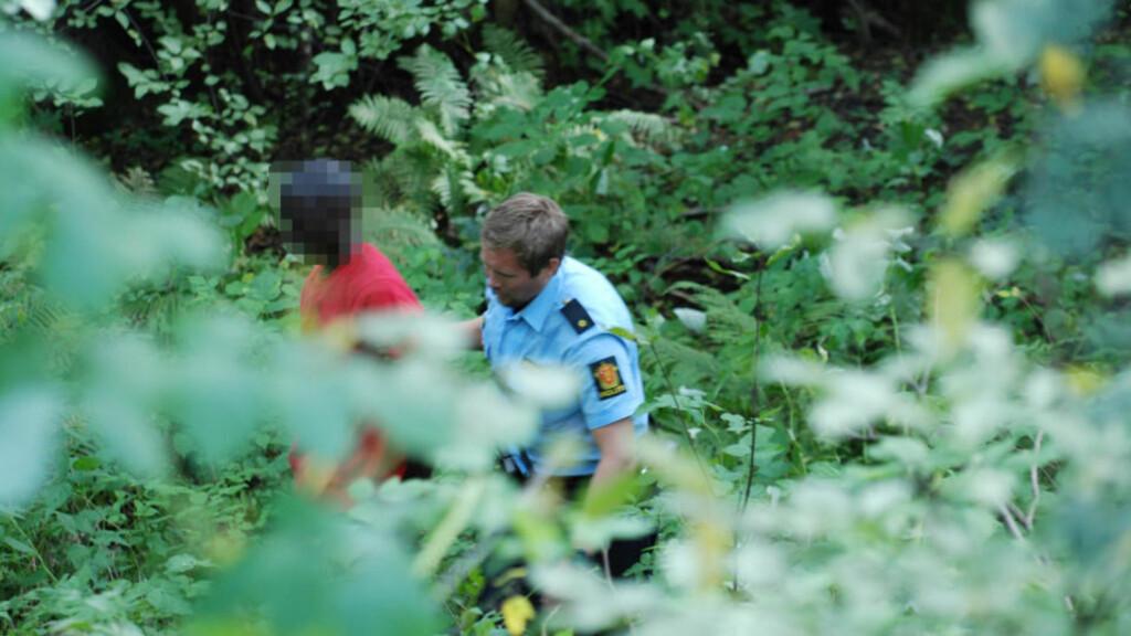 SKULLE SENDES HJEM: Mannen (21) hadde ikke gyldig opphold i Norge og skulle sendes hjem til Senegal. Han stakk av til fots fra politiet ved Torp flyplass, men ble til slutt pågrepet. Foto: Lasse Ljung/Nyhets foto