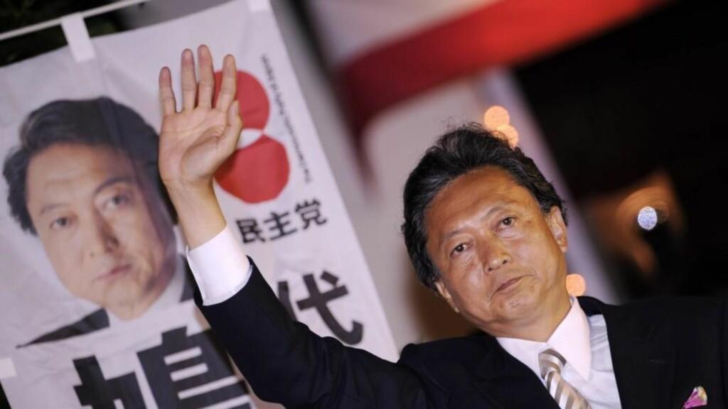 NY VIND: I dag er det valg i Japan, og det går mot seier for opposisjonspartiet DPJ og partileder Yukio Hatoyama. Her fotografert under et valgkamparrangement i Tokyo i går. Foto: EPA/FRANCK ROBICHON