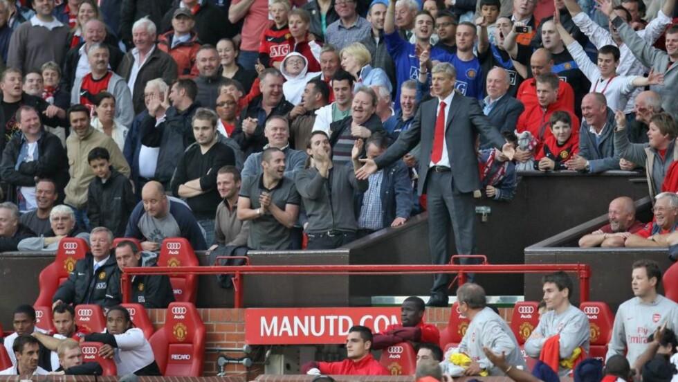 FRUSTRERT: Arsene Wenger ble sint og sparket til ei flaske. Han ble ikke mindre frustrert da han ikke fikk lov til å stå på tribunen. Foto: EPA