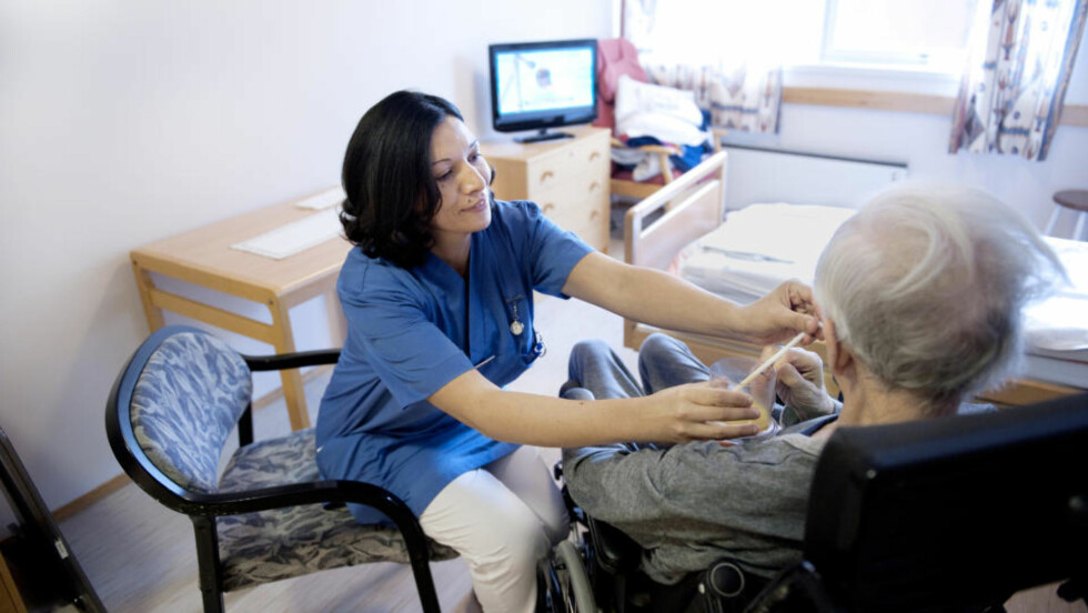 SKREMT: - Jeg tror mange blir skremt av det store ansvaret. Selv om vi føler at vi har kontroll, er det hele tida ting vi ikke rekker, sier sykepleier Wafa Al-Jabri (41).  Foto: JOHN T. PEDERSEN