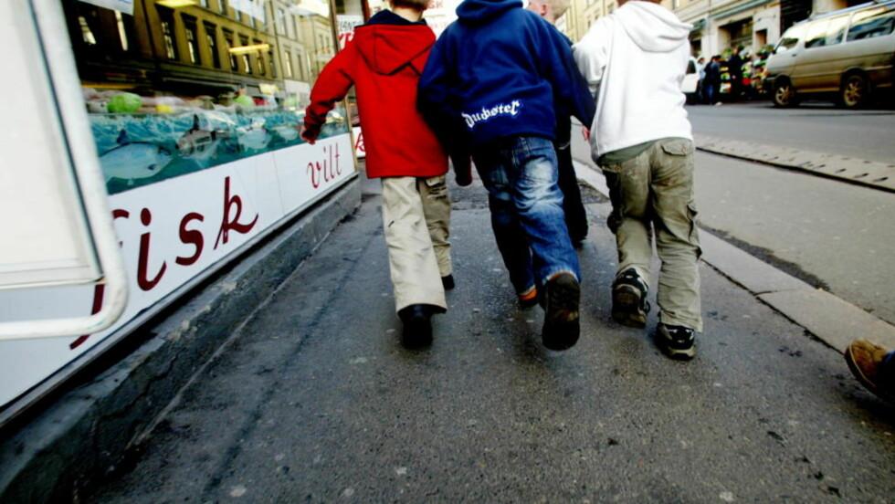 FÅR IKKE ALT: Mens mange norske barn har overfylte barnerom og alt de ønsker av mat, spill og dingser, opplever et økende antall barn det stikk motsatte. I 2006 levde så mange som 86.000 barn i fattigdom, viser en ny Fafo-rapport. Illustrasjonsfoto: Kristin Svorte/Dagbladet