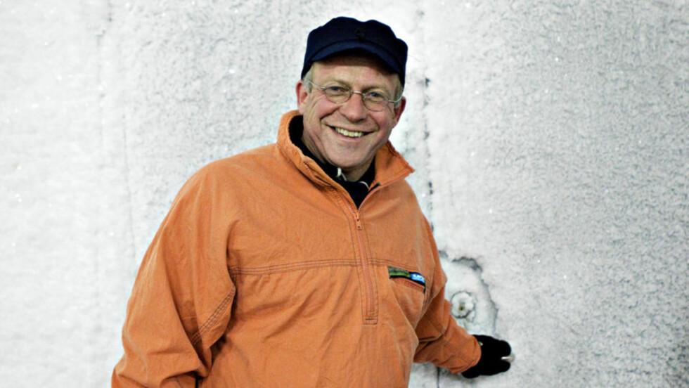 ÅPNER OPP: Mange statsledere har måttet stå utenfor det døra, og ikke kommet seg inn i det viktigste rommet i det globale frølagreret på Svalbard. Men nå åpner landbruksminister Lars Peder Brekk opp døra for FNs generalsekretær, Ban Ki-Moon. Foto: NINA HANSEN