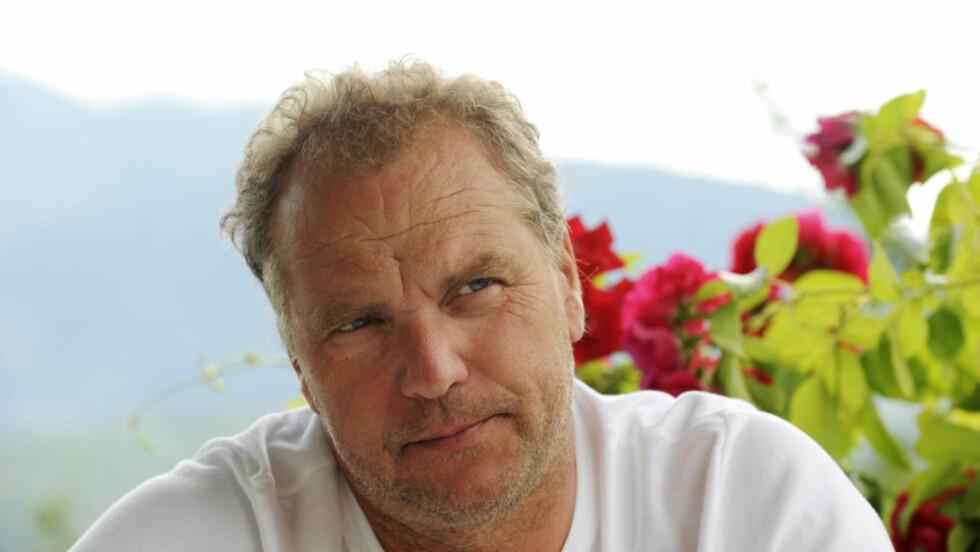 ULVIK 20090714: Venstre-leder Lars Sponheim på gården hjemme i Ulvik i Hardanger. Foto: Marit Hommedal / SCANPIX .