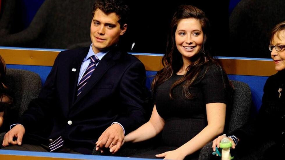 DEN GANG DA: Levi Johnston og Bristol Palin holdt hender under republikanernes landsmøtet i fjor. Nå er de visstnok knapt på talefot. Foto: EPA/SHAWN THEW/Scanpix
