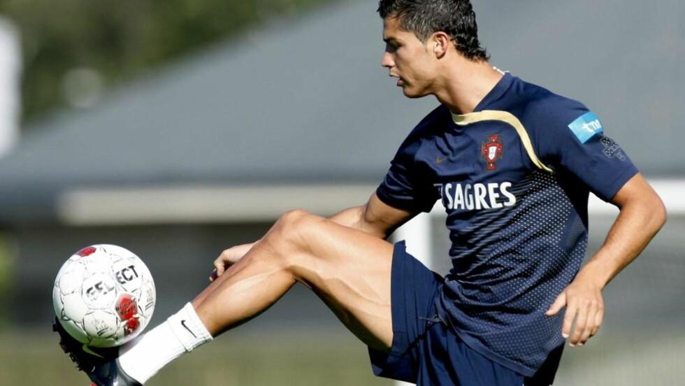 TENNER DANSKENE: Cristiano Ronaldo minner danskene om at de har hatt høyere stjernefaktor enn de har i øyeblikket. Det tenner de rød-hvite foran lørdagens VM-kvalik i Parken. Estela Silva, EPA/Scanpix