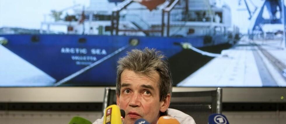 DREVET PÅ FLUKT: Mikhail Voitenko hevder han ble tvunget til å forlate Russland etter at han påsto at Arcitc Sea bordet mer enn tømmer. Foto: AP Photo/Scanpix