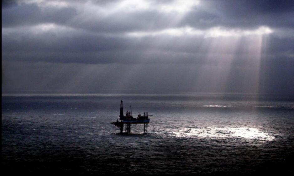 ALTERNATIVT BUDSJETT: Med regjeringens tempo er oljefondet brukt opp i løpet av 30 år, skriver kronikkforfatteren. Miljøpartiet De Grønne legger fram et budsjett som viser hvordan vi skal endre industrien vår bort fra oljevirksomhet og over til bærekraftige næringer. Foto: Tom A. Kolstad / Aftenposten /  NTB Scanpix