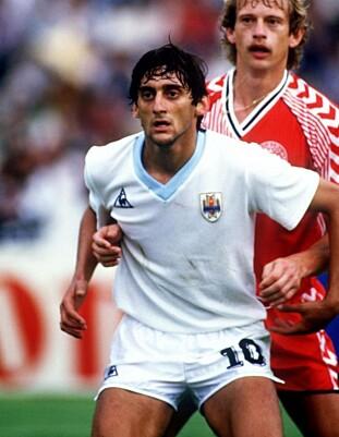 <strong>1982-97:</strong> Francescoli spilte for Uruguay i 15 år. Foto: FourFourTwo/Haymarket