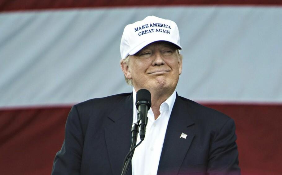 TRUMPS VISDOM: Hvem er egentlig Donald Trump og hva mener han egentlig? Noen av svarene finner vi kanskje i de bøkene han har skrevet. Foto: Øistein Norum Monsen