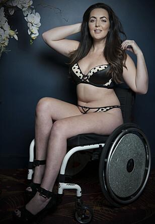 <strong>SITTER I RULLESTOL:</strong> Gemma Flanagan (34). Foto: Curvy Kate / Splash / NTB Scanpix