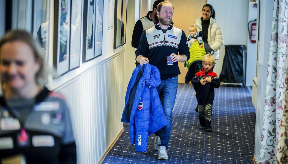 KLAR FOR SESONGSTART: Martin Johsrud Sundby ankom pressekonferansen  på Beitostølen med sønnene Markus og Max og kona Marieke. De betyr svært mye for Sundby. Foto: Bjørn Langsem / Dagbladet