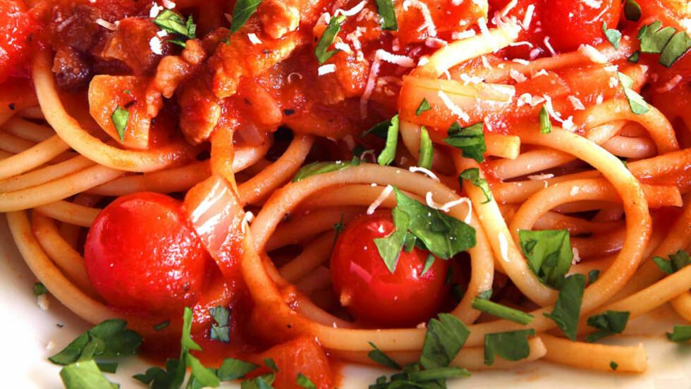 SOLIDE RØR: Du kan bruke flere typer pasta for å lage pasta all'amatriciana, men bucatini - de tjukke, hule spagettiliknende rørene - er mest autentisk.