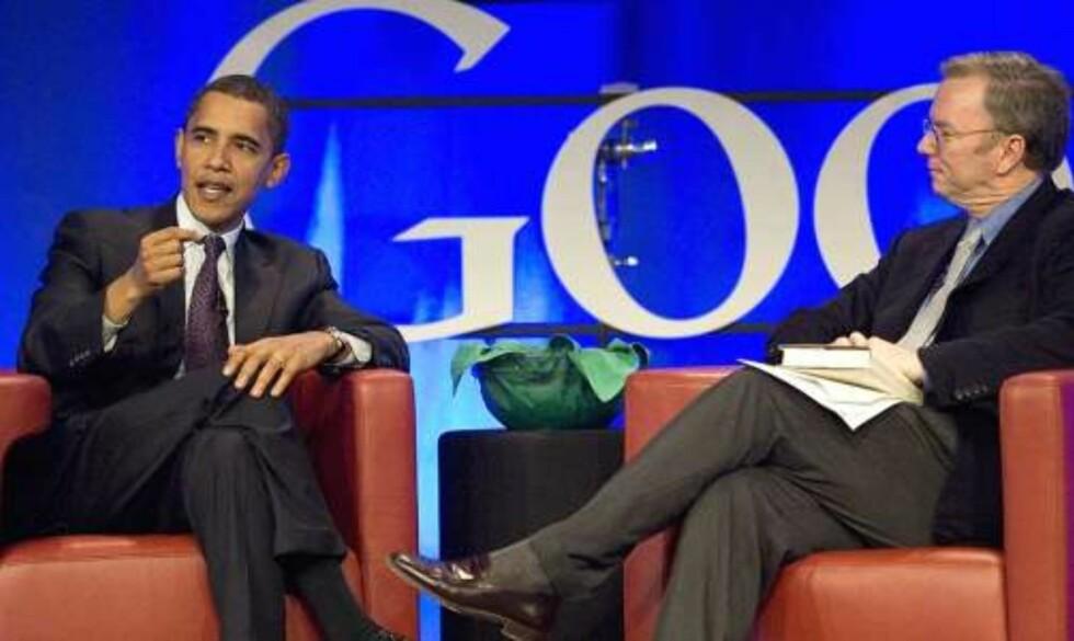 ÅRETS SUKSESS PÅ NETT: Barack Obama tok bruken av nettet og nettsamfunn i kampansjesammenheng til nye høyder. Her med Google-sjef Eric Schmidt. Foto: SCANPIX