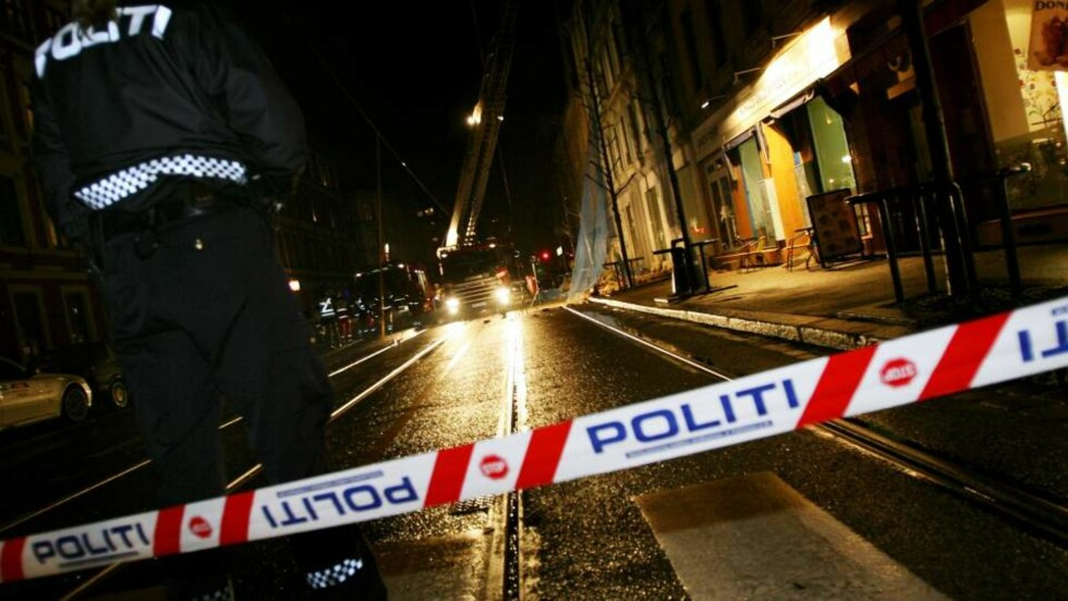ÅSTEDET: En kvinne døde etter at deler av en bygård raste ned på fortauet i Trondheimsveien i Oslo. Håkon Mosvold Larsen / SCANPIX