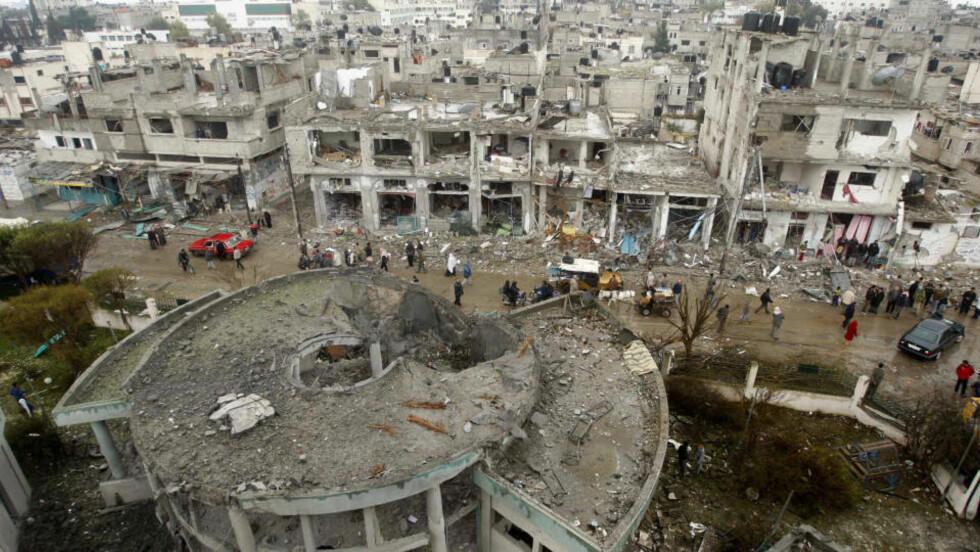 <strong>SJETTE DAG PÅ RAD:</strong> Flere ble drept og mange bygninger gikk tapt under Israels luftangrep i morgentimene i dag. FOTO: REUTERS/Ibraheem Abu Mustafa (GAZA)/SCANPIX