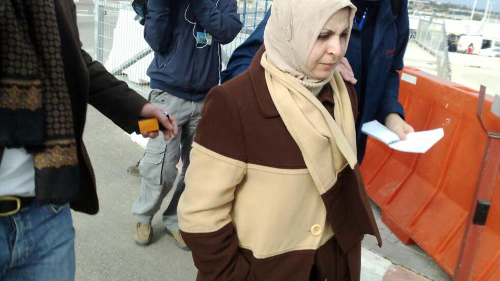 <strong>KOM UT I DAG MORGES:</strong> Kamilia Fakhri Mohamed Aldawondi var på gråten da hun slapp ut. Foto: Line Fransson
