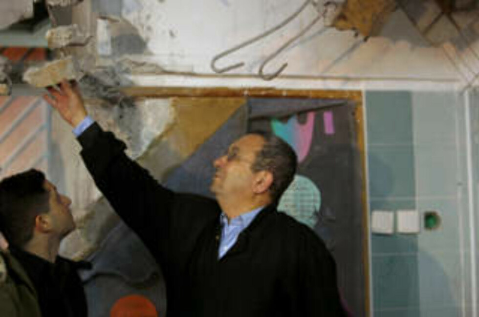 <strong>POPUÆR MANN:</strong> Israels forsvarminister Ehud Barak går fram på meningsmålingene etter at angrepene mot Gaza startet lørdag 27. desember. Foto: REUTERS/SCANPIX