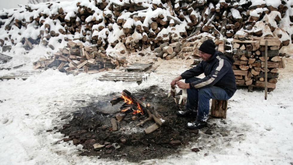TRENGER VARME: Innbyggerne i Bulgaria frykter vinterkulda etter at Russland har stanset leveransen av gass til store deler av det sørøstlige Europa. Foto: BORYANA KATSAROVA/Scanpix