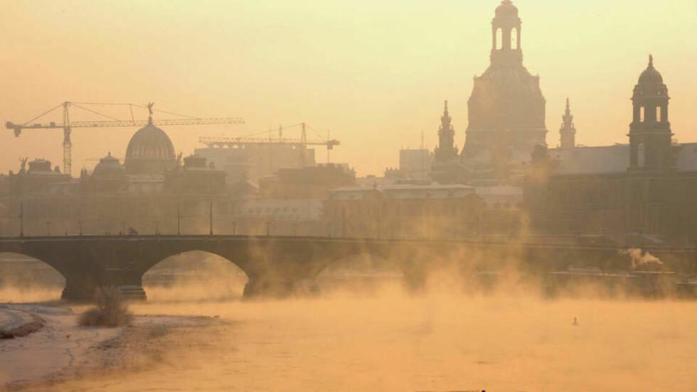 <strong>BRRRR:</strong> Slik ser det ut i den tyske byen Dresden i dag, hvor gradestokken har krøpet ned mot minus 20 grader. Foto: AFP/DDP/NORBERT MILLAUER/SCANPIX