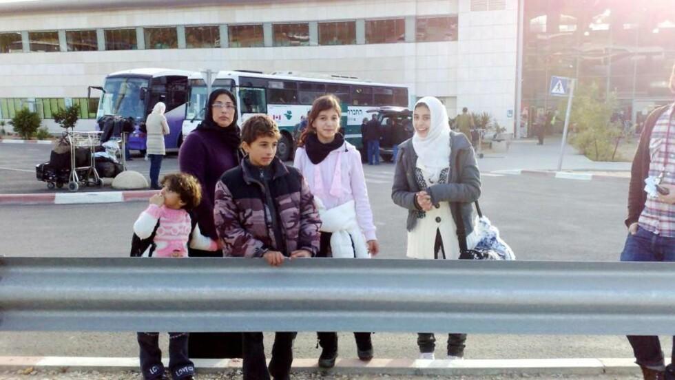 KOM UT AV GAZA I DAG Familien som er bosatt i Valdres slapp ut av Gaza i dag. Foto: Torbjørn Grønning/Dagbladet