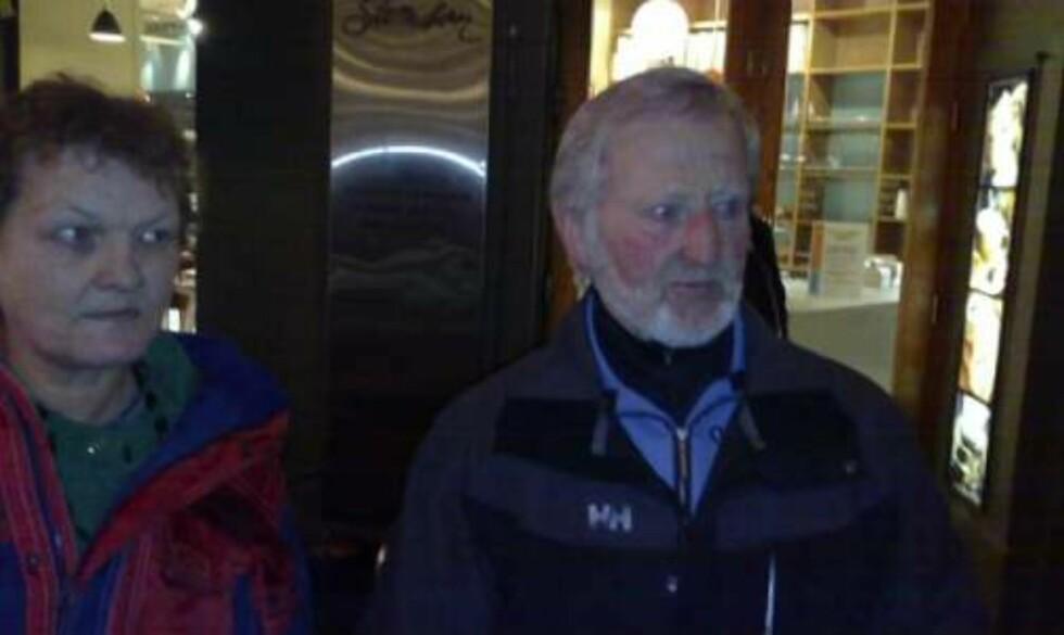 SPARKET NED: Sverre Martin Haug ble regelrett overfalt av en gruppe rasende demonstranter. MMS-foto: Harald S. Klungtveit