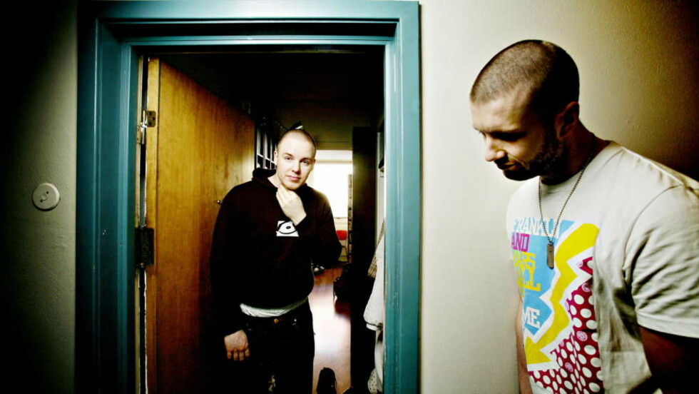 SVARER PÅ SPØSMÅL: Albumdebutant Name (t.v) og hans produsent Thomas Eriksen.