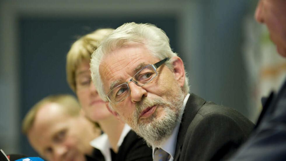 UNNSKYLD: Riksrevisor Jørgen Kosmo innrømmer at Riksrevisjonen ikke har gode nok rutiner til å håndtere sensitive opplysninger. Foto: SCANPIX